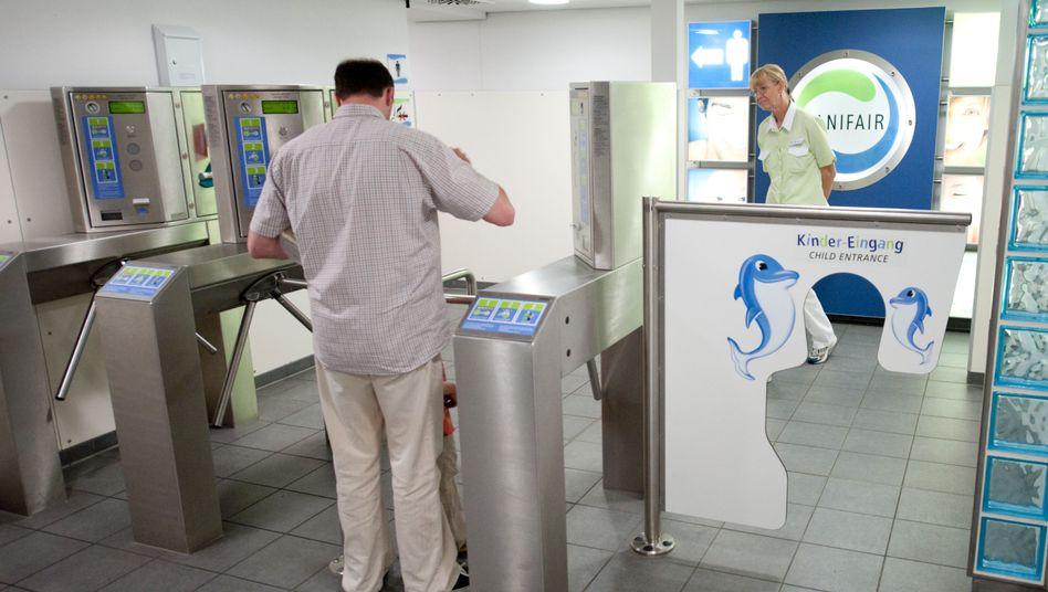 Toiletten-Drehkreuz von Sanifair: Möglicherweise den Mindestlohn umgangen