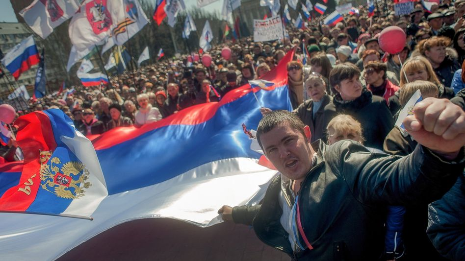 Ukraine-Krise: Demonstranten in Donezk rufen souveräne Volksrepublik aus