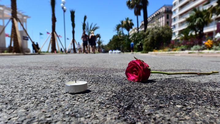 Nizza nach dem Anschlag: Blaues Meer, Blumenmeer