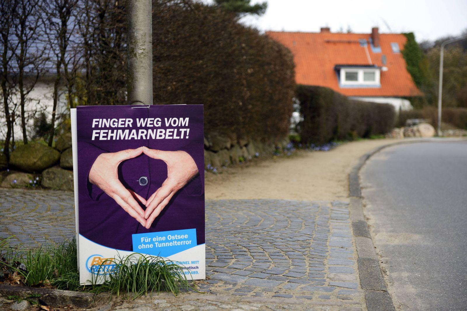 Protestplakat gegen den Fehmarnbelttunnel Gronenberg Schleswig Holstein Deutschland
