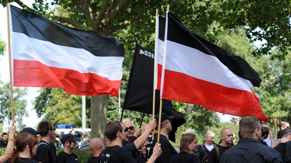 Lachen über Nazis: Mit Storch und Apfel gegen Neonazis
