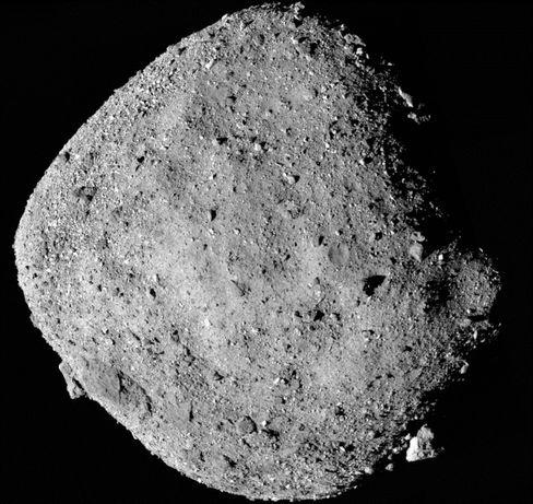 """Asteroid Bennu - von der Sonde """"Osiris Rex"""" fotografiert"""