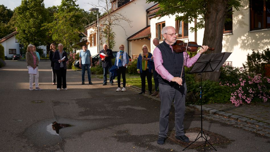 Nachbarn im Jasminweg in Tübingen: 331-mal gegen das Virus ansingen