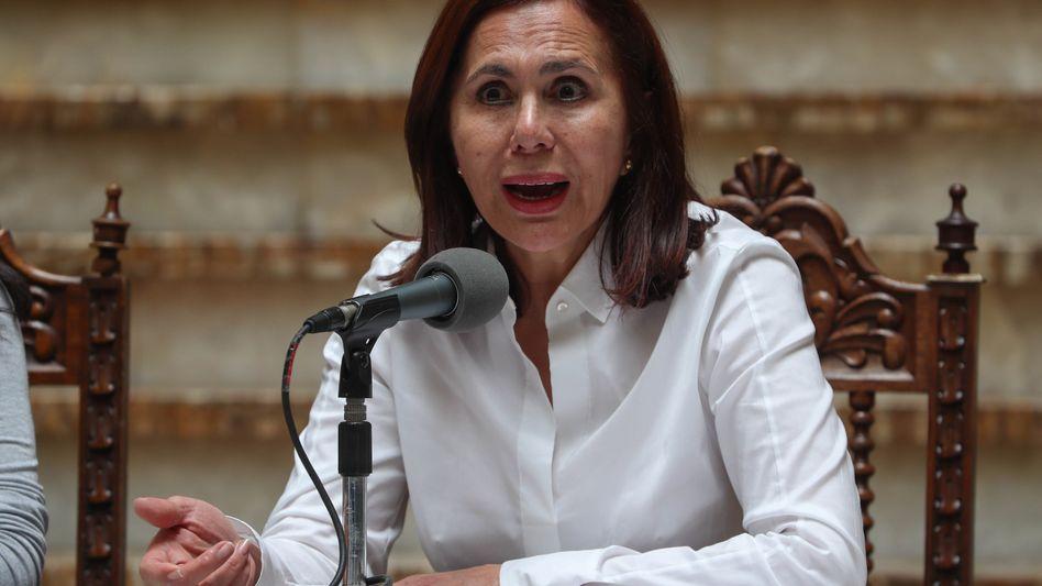 Die kommissarische Außenministerin Karen Longaric kündigte die Maßnahmen gegen Venezuela in einer Pressekonferenz an