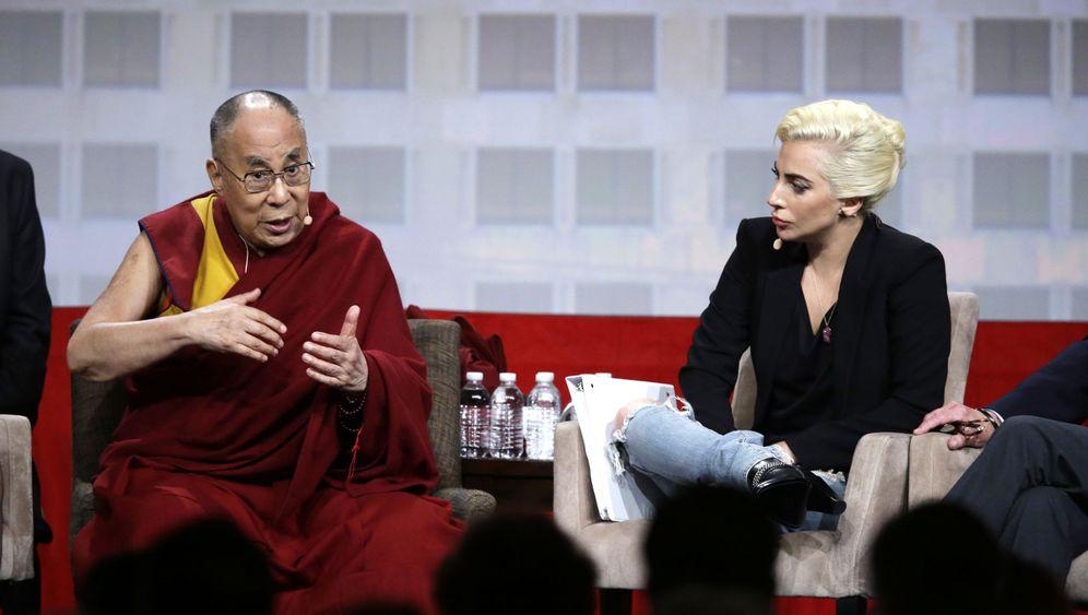 Dalai Lama Und Lady Gaga Gesprach Zweier Popstars Der Spiegel