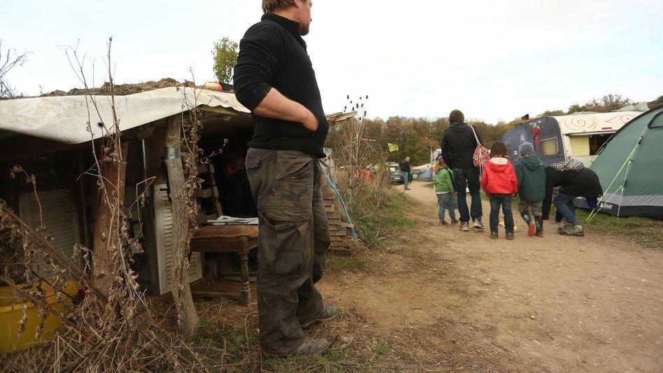 """""""Wiesencamp"""" von Umweltaktivisten am Hambacher Forst"""