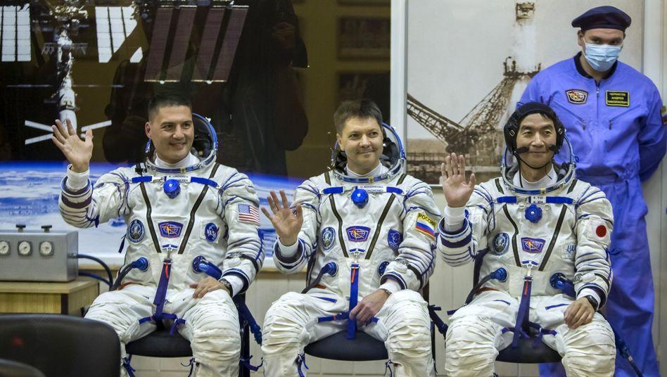 """Raumfahrer Lindgren, Kononenko und Yui vor dem Start: """"Vertrauen in die 'Sojus'"""""""