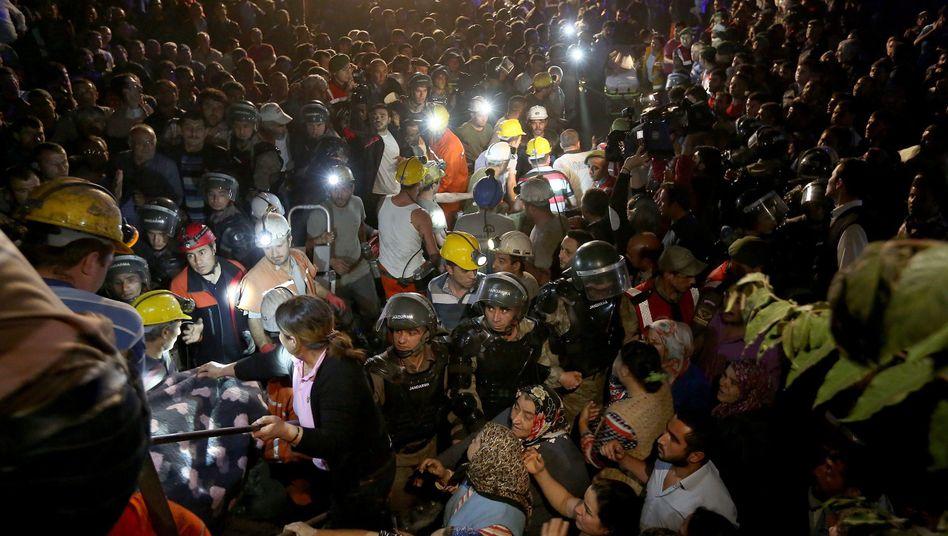 Explosion in Bergwerk: HunderteTote bei schwerem Grubenunfall in der Türkei