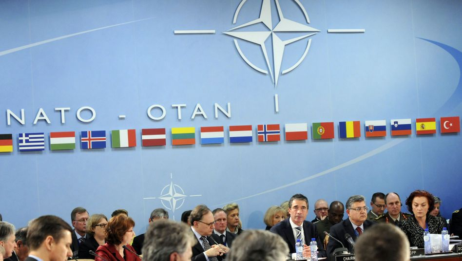 NATO disagrees on a vision for post-2014 Afghanistan.