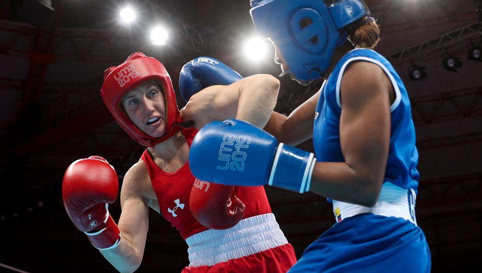 Virginia Fuchs (links) gewinnt den Kampf gegen den Dopingverdacht