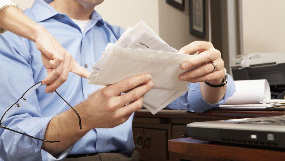 Rechnungen unter der Lupe: Kassen erstatten nicht immer Kosten für Psychotherapie