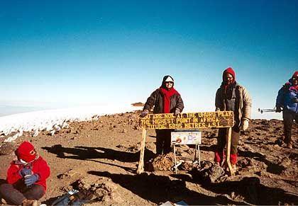 Höhepunkt der Bergstrapazen: Der Uhuru Peakam Kilimandscharo