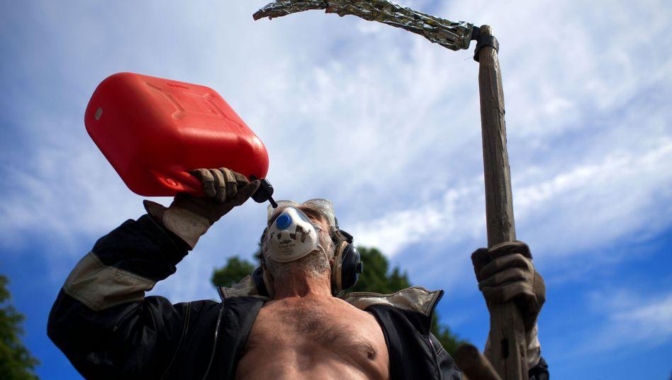Verkleideter Anti-Fracking-Demonstrant: Frevelhaftes Handeln gegen die Natur