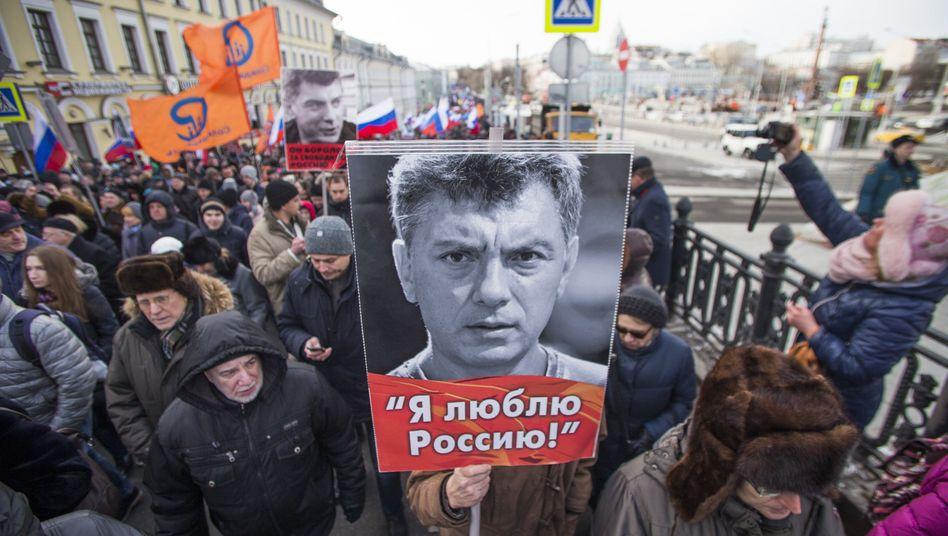 Teilnehmer beim Gedenkmarsch für Boris Nemzow