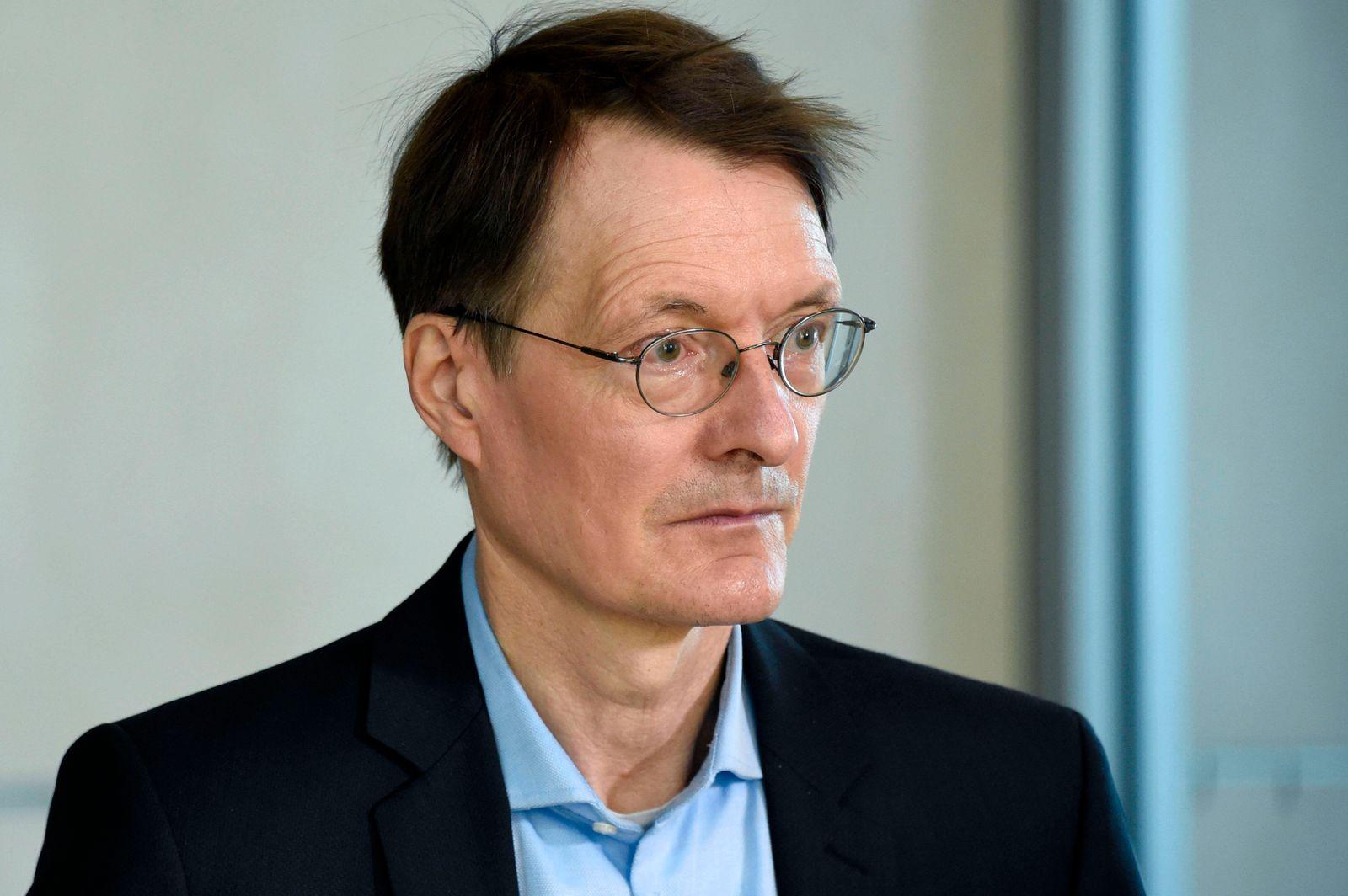Karl Lauterbach bei einem Pressestatement am Rande der 233. Sitzung des Deutschen Bundestages im Reichstagsgebäude. Ber