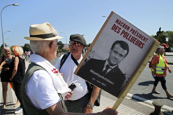 """""""Macron, der Verschmutzer"""": Demonstranten in Frankreich"""
