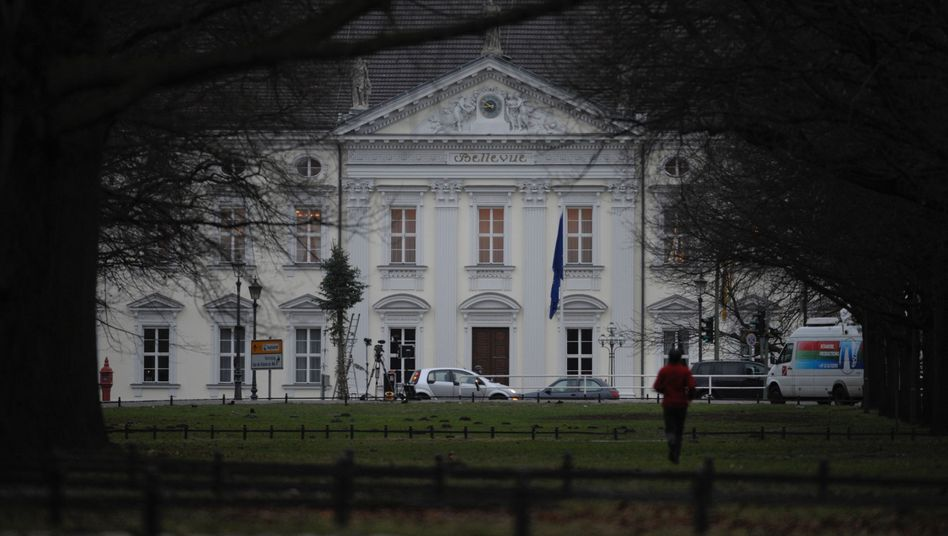 Schloss Bellevue: Parteikollegen drängen den Bundespräsidenten auf mehr Transparenz
