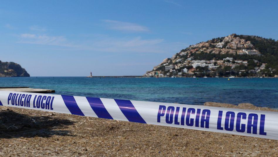 Streit um den Sommerurlaub: Abgesperrter Strand auf Mallorca