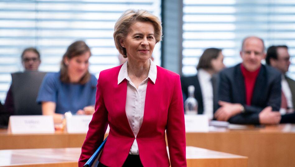 """Ursula von der Leyen kommt in Berlin zur Befragung des Untersuchungsausschusses: """"Es ist nicht schön, dass diese Fehler gemacht worden sind"""""""