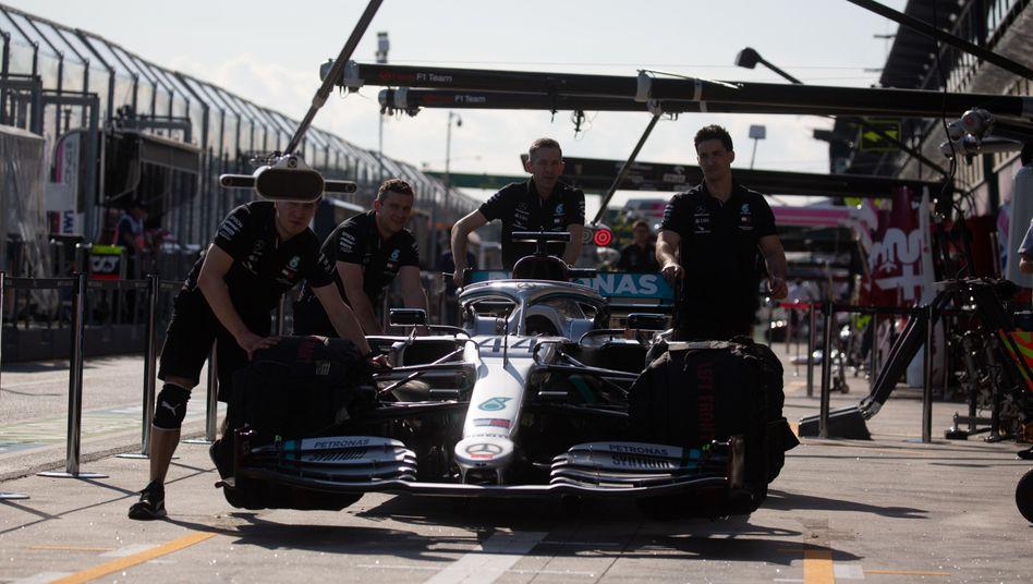 Lewis Hamilton im Mercedes darf bald wieder starten