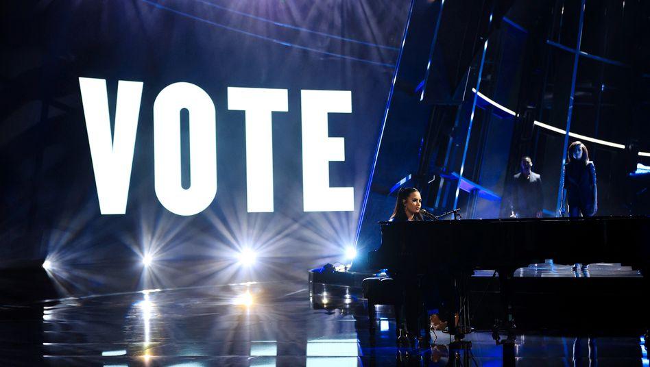 """Demi Lovato präsentiert ihren neuen Song """"Commander In Chief"""" bei den Billboard Music Awards in Los Angeles"""