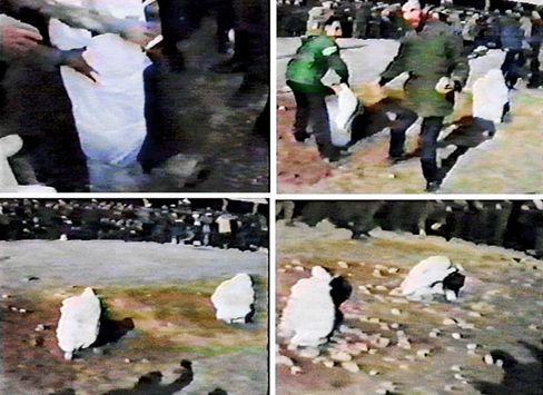 Steinigung in Iran (1991): Eingegraben im Boden, mit Steinen getötet