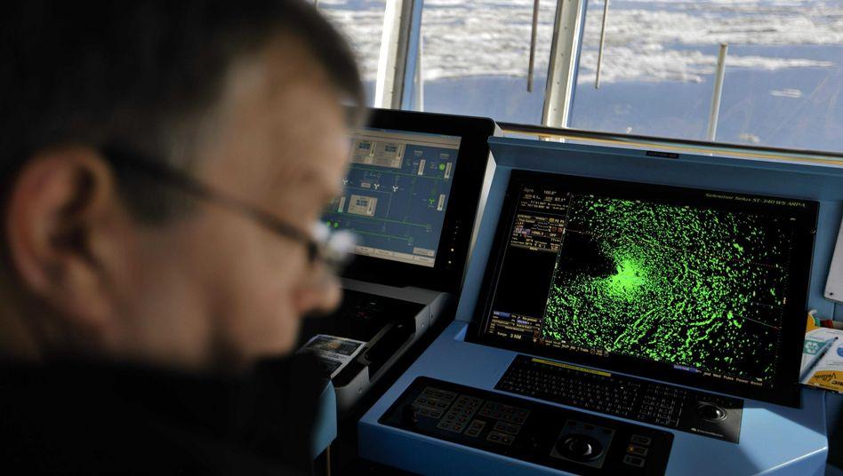 Navigation auf einem Schiff in der Arktis (Archivbild)