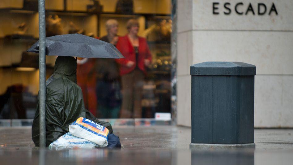 Bettler in Düsseldorf: 13 Millionen Menschen in Deutschland von Armut bedroht