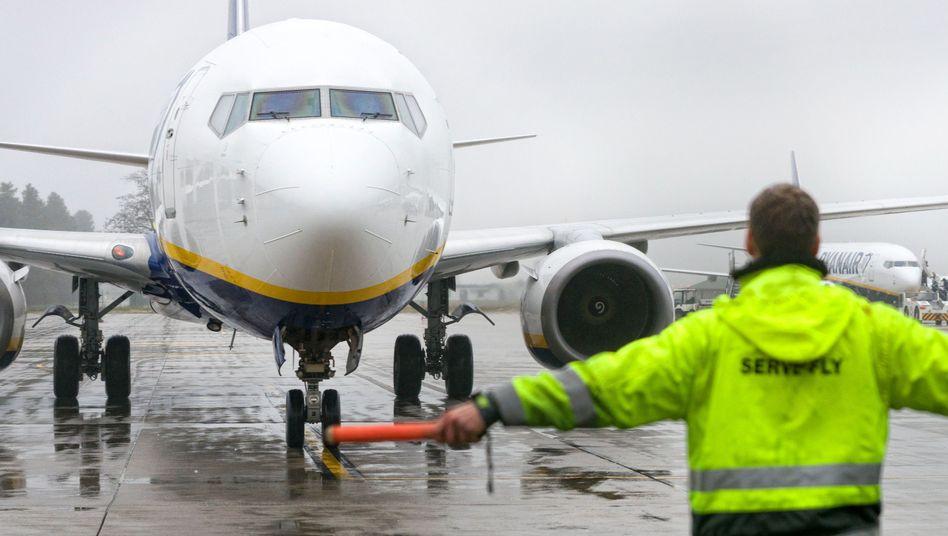 Ryanair-Maschine am Flughafen in Weeze (Nordrhein-Westfalen)