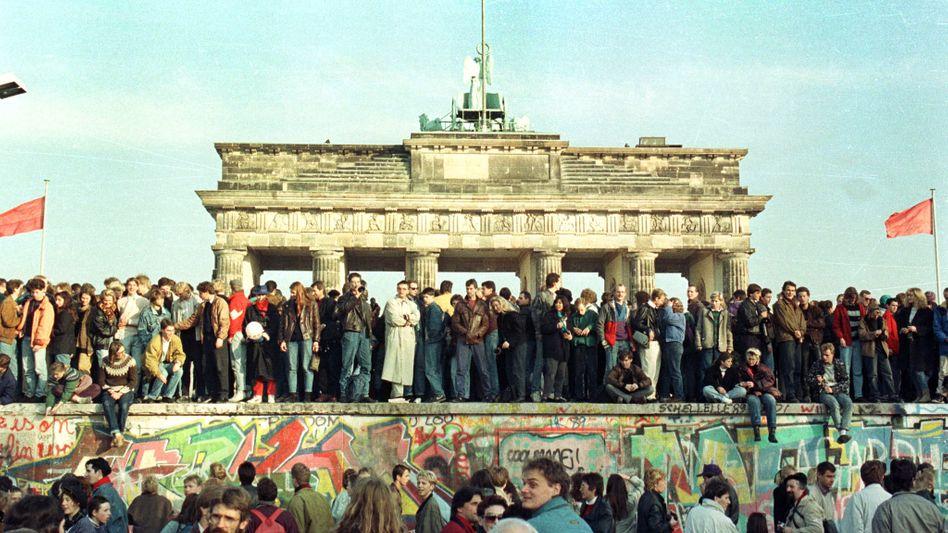 """Auf der Berliner Mauer (10. November 1989): """"Der Zusammenbruch kam völlig unverhofft"""""""