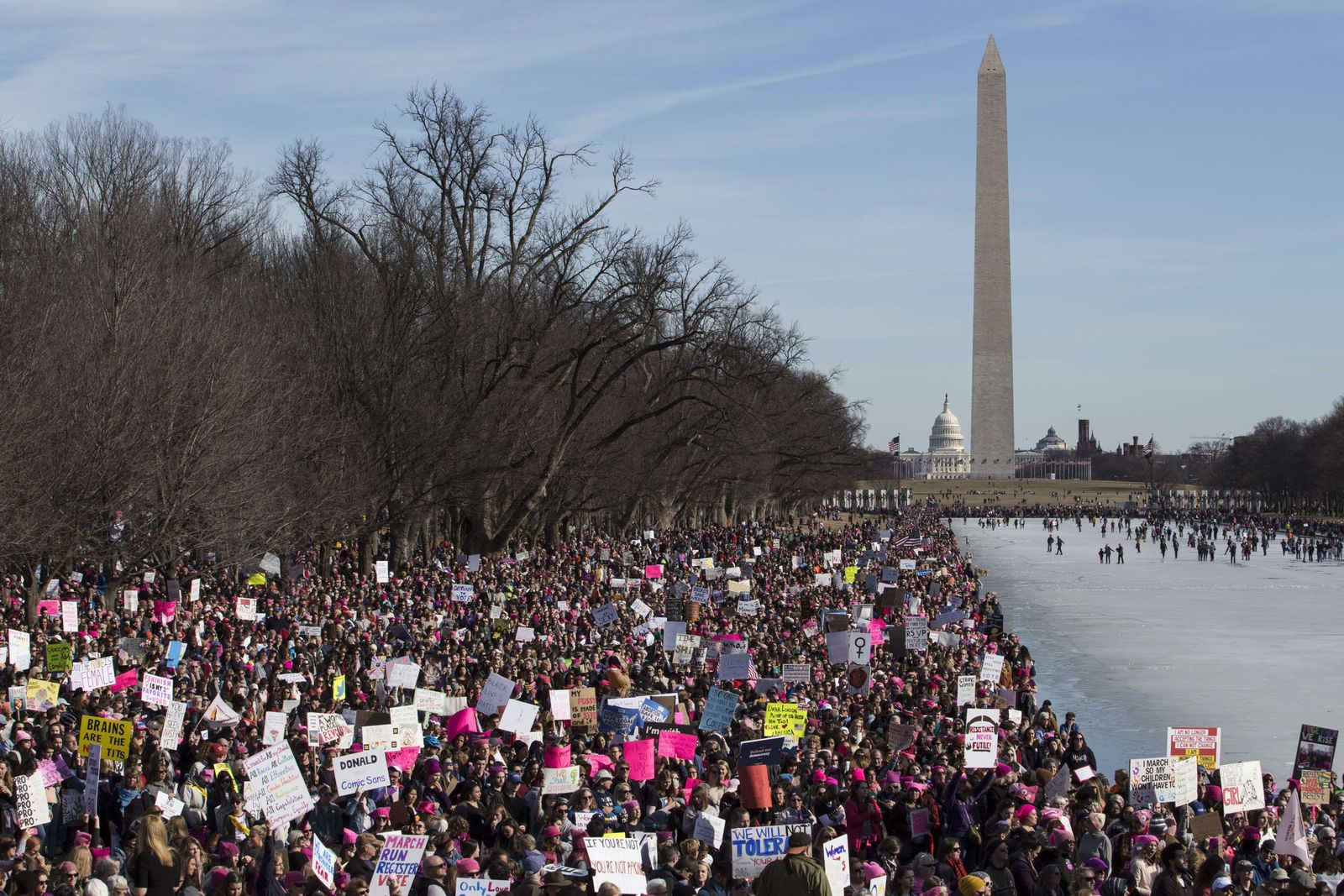 US-HUGE-CROWDS-RALLY-AT-WOMENS-MARCHES-ACROSS-THE-U.S.