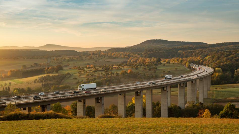 Autobahnbrücke (in der Eifel): Bundesautobahngesellschaft sollte Verwaltung des Fernstraßennetzes effizienter gestalten