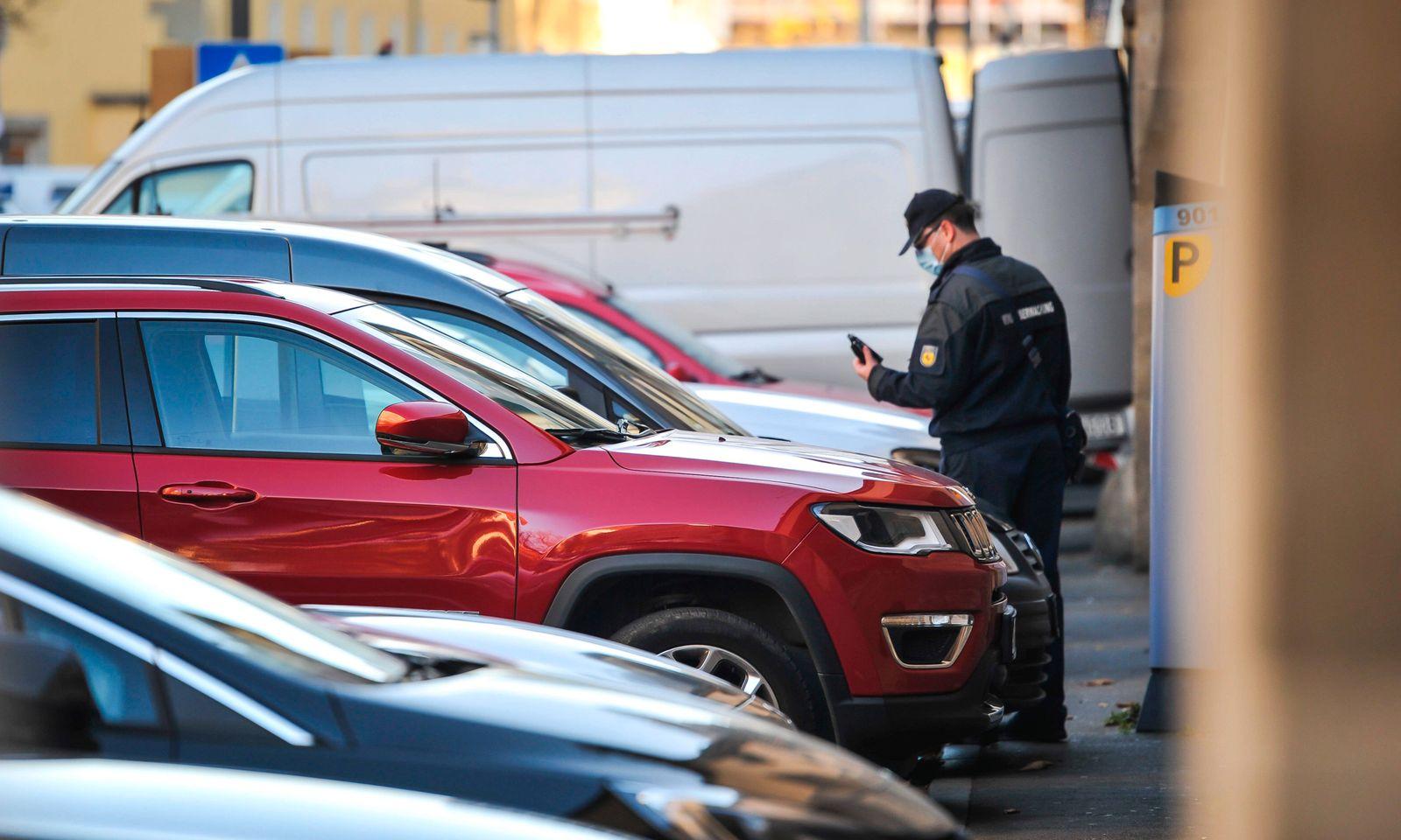 Pakplatzmangel in Stuttgart. Parken in der Landeshauptstadt. Fotos zum Thema steigende Parkkosten und mangelnde Parkmoeg