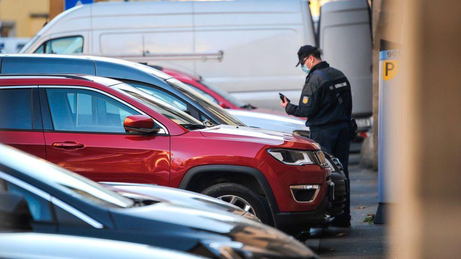 Parkplatzmangel in Stuttgart – durch steigende Parkgebühren erhoffen sich manche Städte bessere Luft und mehr Platz