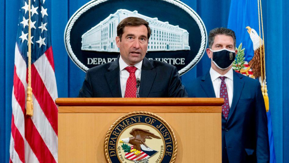John Demers (l.), stellvertretender Generalstaatsanwalt der Abteilung Nationale Sicherheit, und David Bowdich, stellvertretender FBI-Direktor