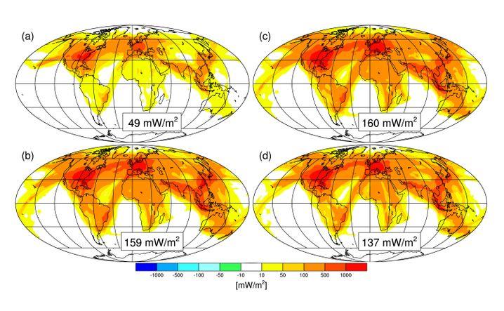 Strahlungsantrieb durch Kondensstreifen des Flugverkehrs von 2006 (a) und des für 2050 erwarteten Flugverkehrs (b). (c) und (d) zeigen die Prognose für 2050 im Vergleich zu den für das gleiche Jahr angenommenen Werten, wenn Treibstoff effizienter und sauberer wird.