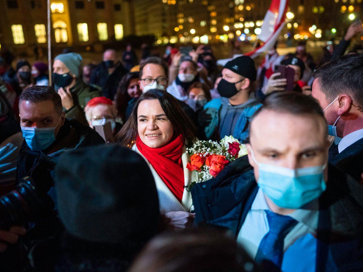 Schüchterne russische Jungfrau Rita Mochalkina entblößt ihre Dschungelmuschi