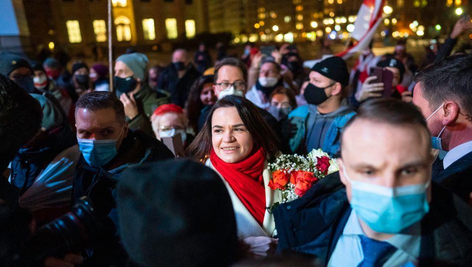 Swetlana Tichanowskaja in Berlin bei einem Empfang mit Exil-Belarussen: Sie fordert, die EU-Sanktionen gegen das Regime in Minsk auszuweiten