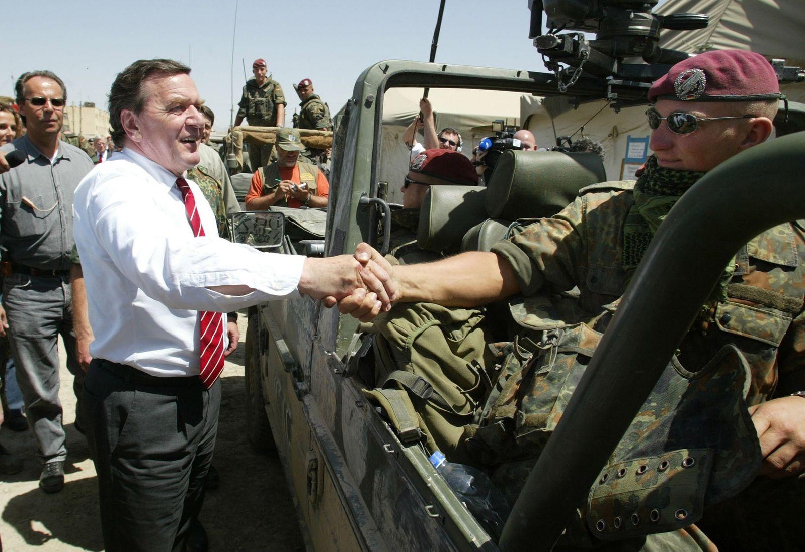 Gerhard Schröders Truppenbesuch in Kabul, 2002