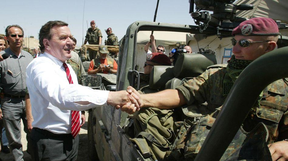 Kanzler Schröder in Kabul 2002: »Zweimal hätten wir uns nicht weigern können«