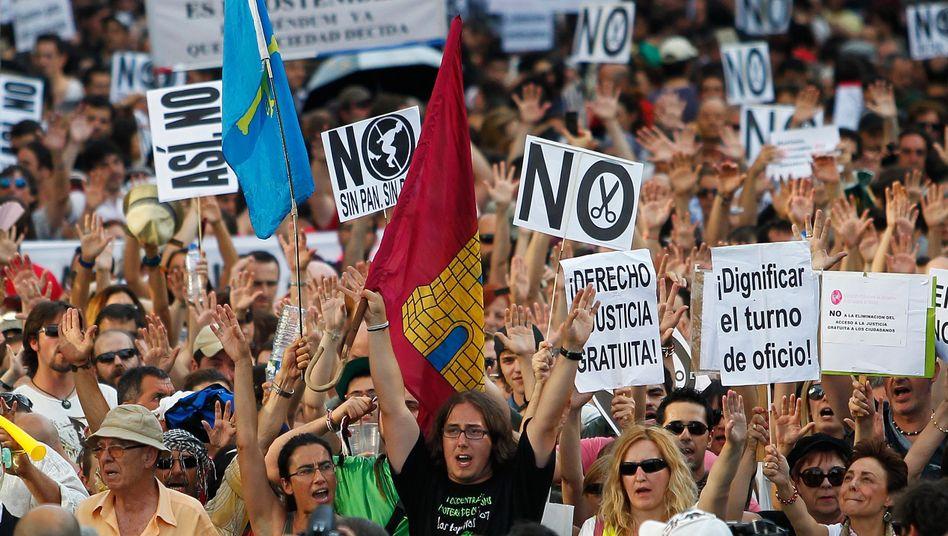 Protestierende Spanier (Archivbild): Arbeitslos trotz besserer Konjunktur