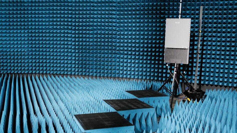 5G-Antenne in Testkammer: Vision einer komplett vernetzten Gesellschaft