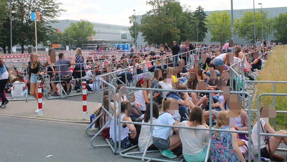 Zehntausende Jugendlichen wollten zu dem Konzert der Boyband One Direction