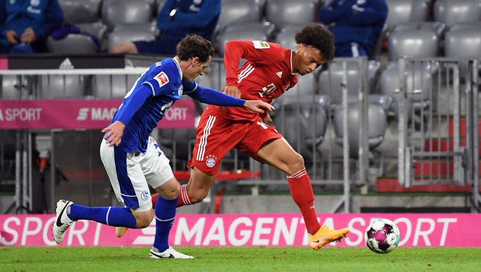 Ungleiches Laufduell: Bayerns Leroy Sané (r.) gegen den weniger schnellen Sebastian Rudy