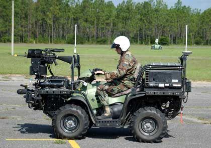 Ferngesteuerter Jeep mit Sturmgewehr: Unempfindlicher Wächter