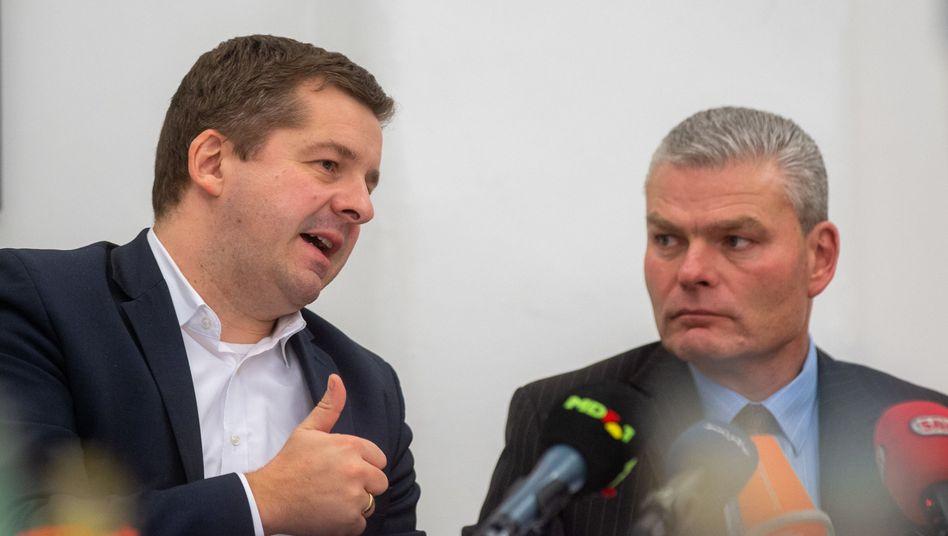 Sven Schulze (links), Generalsekretär der CDU Sachsen-Anhalt, und Holger Stahlknecht, Vorsitzender der CDU Sachsen-Anhalt, bei der Pressekonferenz