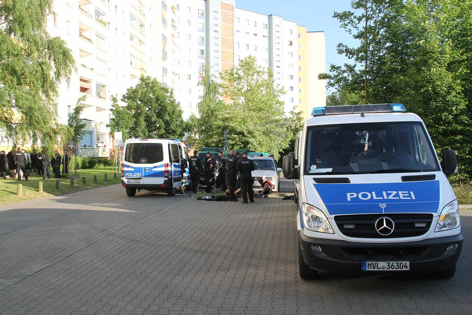 EINMALIGE VERWENDUNG Rostock/ Randale