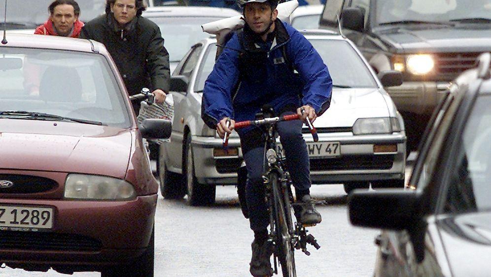 Helmpflicht für Radfahrer: Mehr Schaden als Nutzen