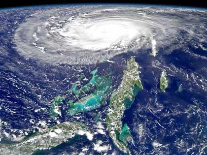 """Kompliziertes Monster: """"Frances"""" über den südöstlichen Bahamas, abgebildet von einem Nasa-Satelliten"""