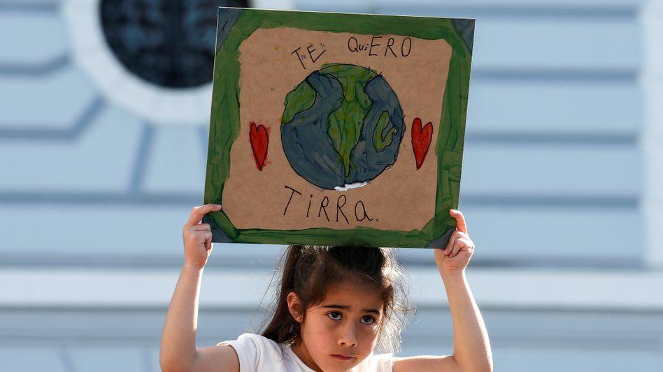 Chilenisches Mädchen bei Klimaprotesten